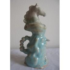 Keramik surealistiske skulpturer i keramik med glasur